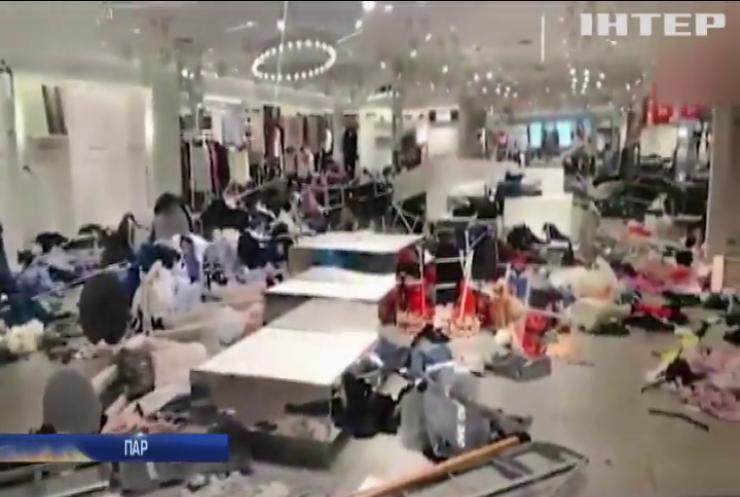 В ПАР протестувальники трощать магазини компанії H&M