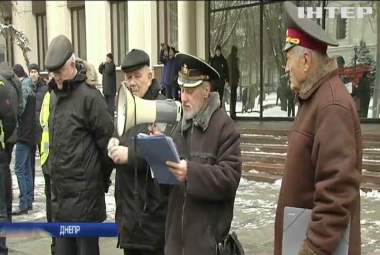 """""""Оппозиционный блок"""" требует пересчитать пенсии бывшим военным и милиционерам"""