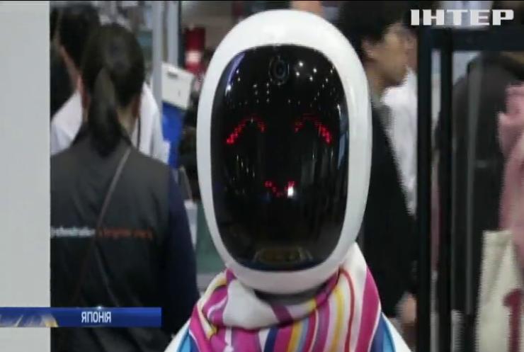 В Японії на виставці 200 компаній представили своїх роботів