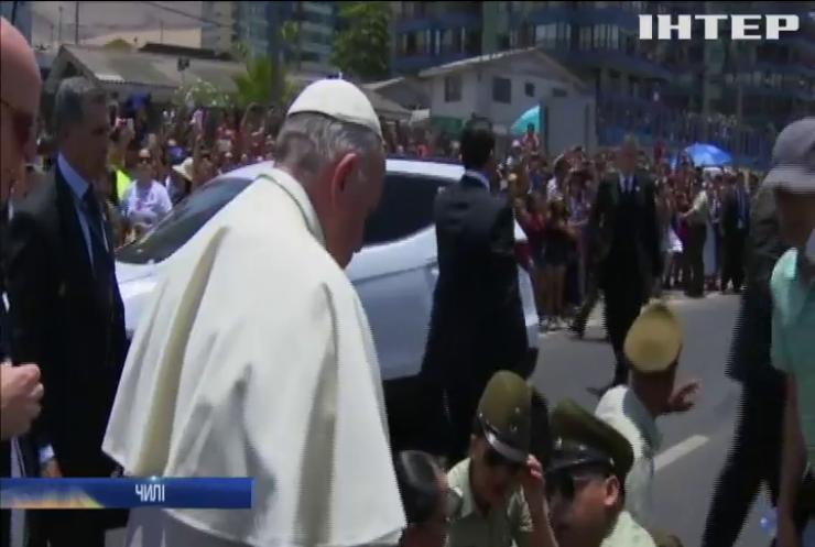 В Чилі Папа Римський допоміг жінці-поліцейському