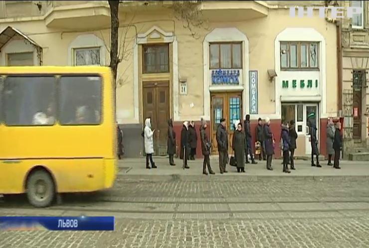 Во Львове отменили бесплатный проезд в маршрутках для пенсионеров