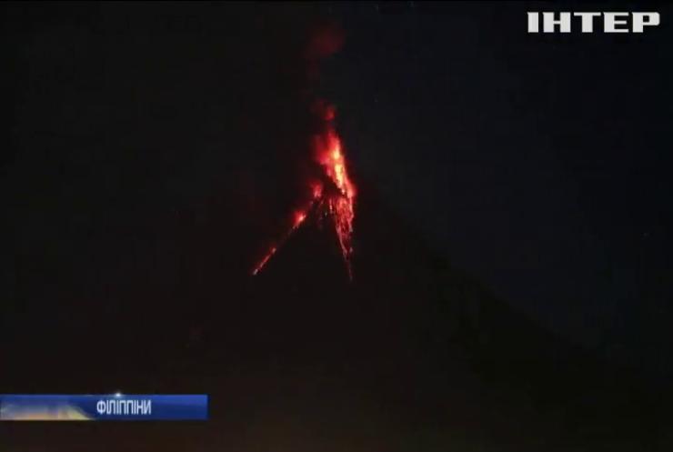 На Філіппінах фонтан лави піднявся на висоту 700 метрів (відео)