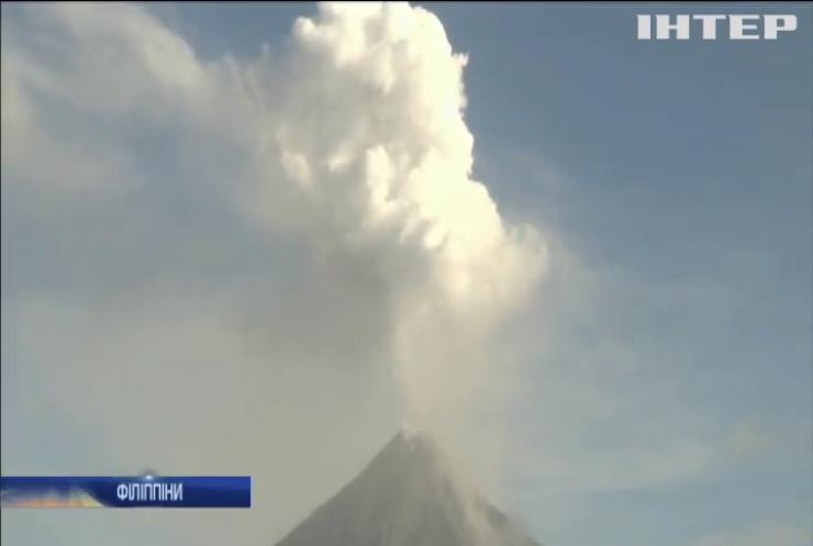 """На Філіппінах вулкан Майон """"пішов на відпочинок"""""""
