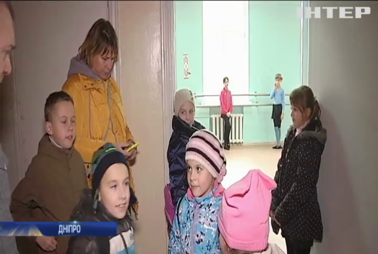 """Скандал у Дніпрі: у дітей відбирають """"будівлю флотилії"""""""