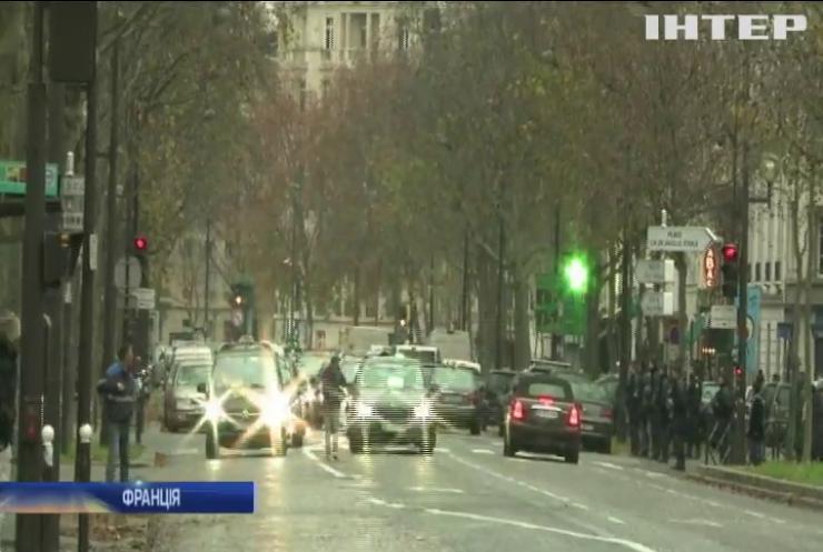 У Франції заборонили користуватись гаджетами в автомобілі