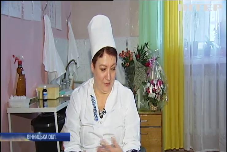 Незвичайна лікарка з Хмільника протягом 30 років втілює материнські мрії українок