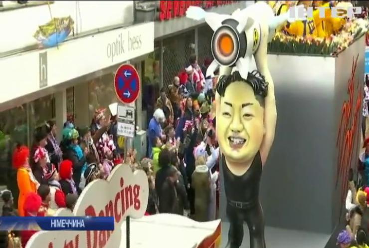 На карнавалі в Німеччині висміяли Меркель та Ким Чен Ина