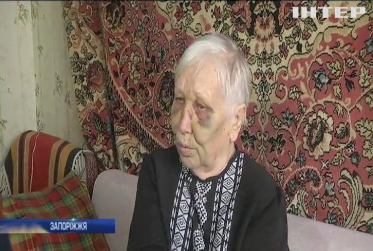 У Запоріжжі психічно хворий чоловік побив пенсіонерок