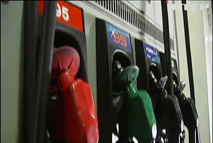 Ціни на пальне: як вплинуло зміцненням гривні на вартість бензину