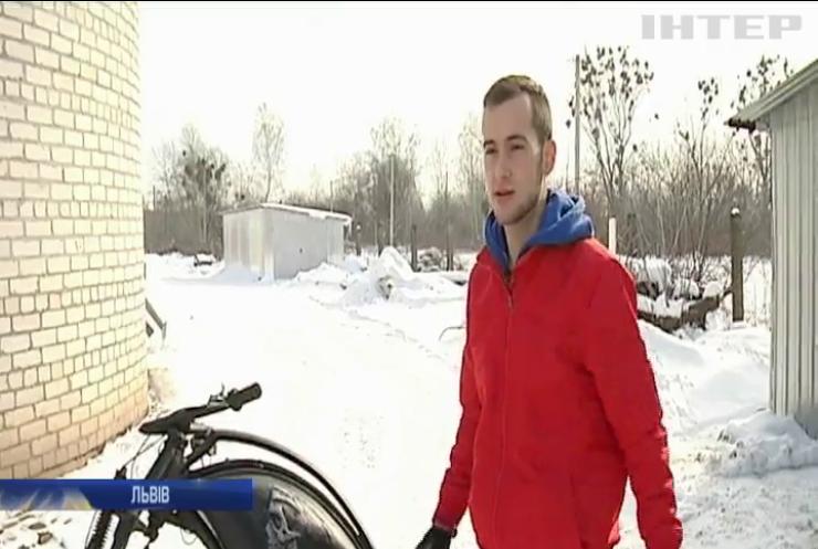 Майстер зі Львова дарує нове життя старим велосипедам (відео)