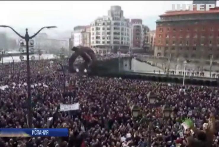 В Мадриде пенсионеры заблокировали парламент