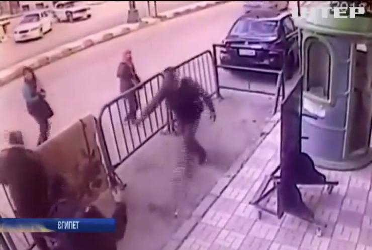 У Єгипті поліцейський врятував п'ятирічну дитину (відео)