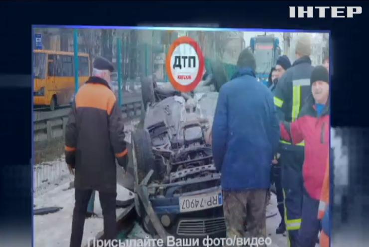 Авария в Киеве остановила движение трамваев (видео)