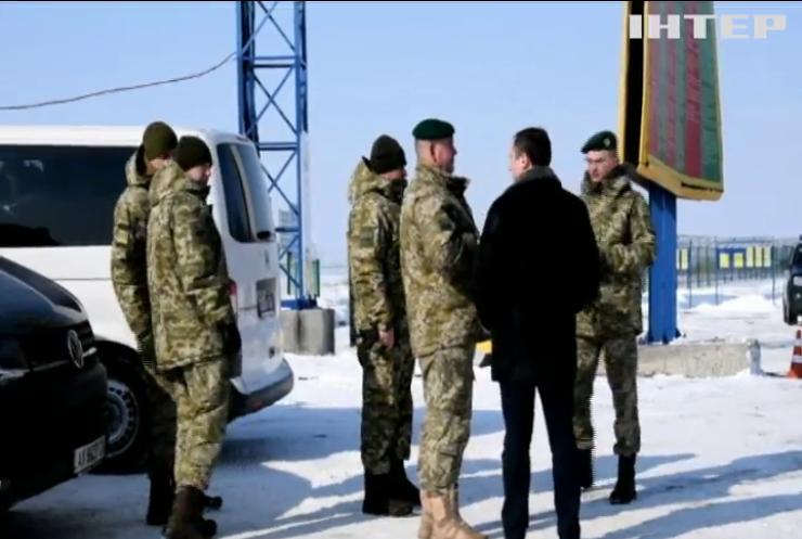 На Харківщині зустріли звільнених з РФ українських прикордонників (відео)