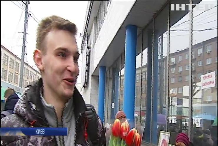 Цветы на 8 марта: сколько потратили украинцы на подарки?
