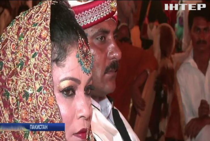 У Пакистані влаштували масове весілля (відео)