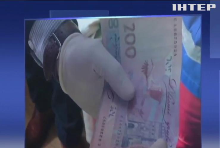 Львівський чиновник торгував біометричними паспортами (відео)