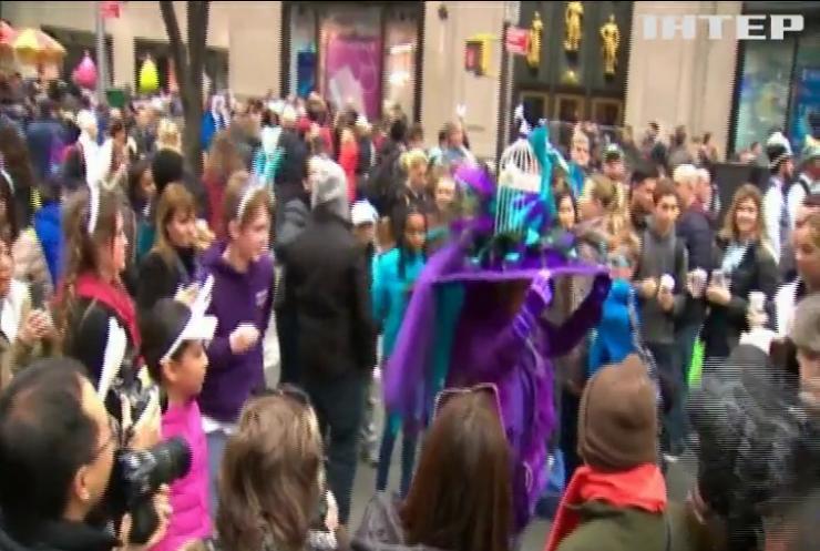 На Великодньому параді у Нью-Йорку модниці представили дивовижне вбрання (відео)