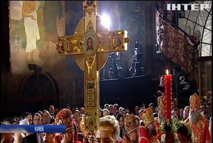В колыбели православия, Киево-Печерской Лавре, прошло пасхальное богослужение и молебен за мир в Украине