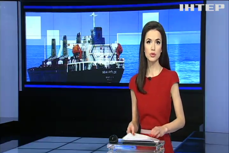 Суд заарештував російське судно за незаконне видобування піску в Криму