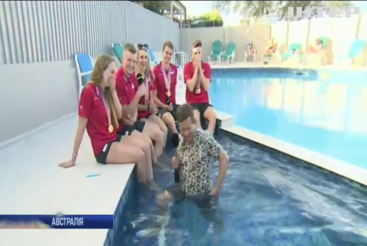 Журналіст з Британії вийшов у прямий ефір з басейну