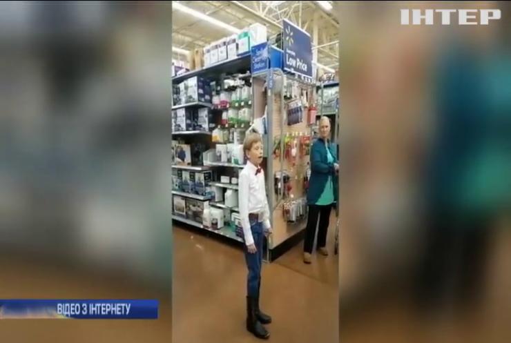 Американець заспівав у супермаркеті та став зіркою (відео)