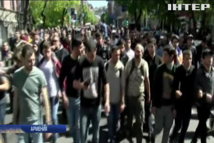 В Ереване проходят массовые протесты против бывшего президента