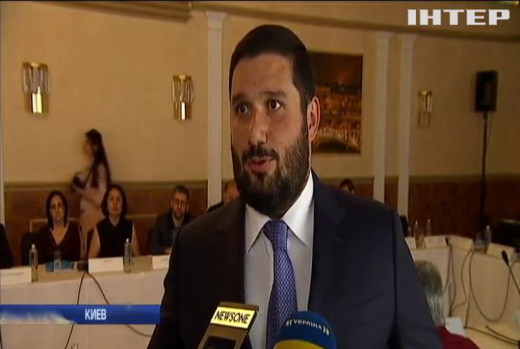 Глава Союза армян Украины Вилен Шатворян на внеочередной конференции в Киеве дал оценку политического кризиса в Армении