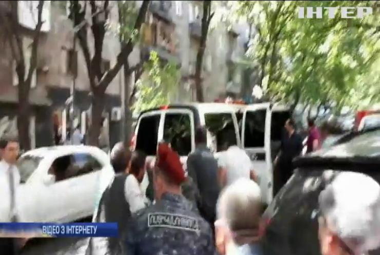 У Єревані поліцейський намагався пограбувати банк