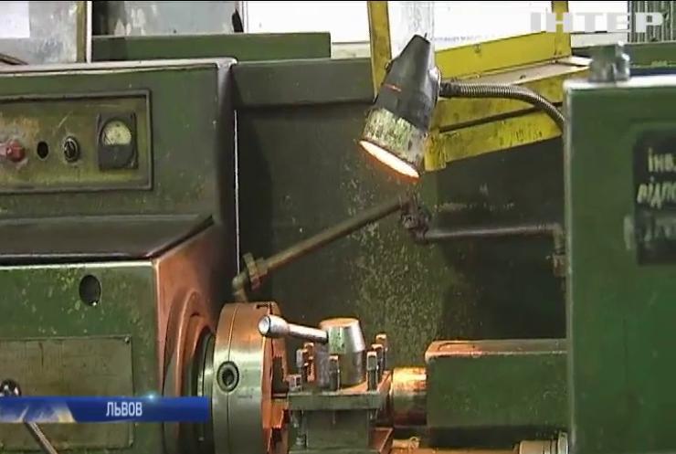 Сотрудникам Львовского протезного завода 4 месяца не выплачивают зарплату