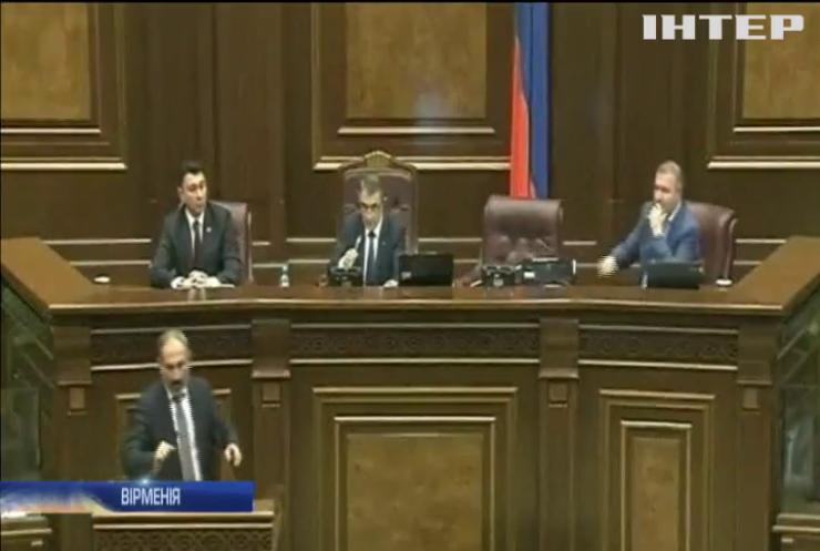 Попередників у відставку: новий прем'єр Вірменії поміняв керівництво поліції і служби безпеки