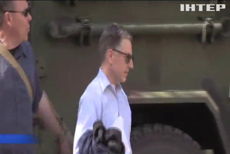 В Україну с візитом прибуде Курт Волкер
