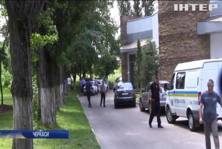 У Черкасах під час шкільної екскурсії на дітей впало дерево