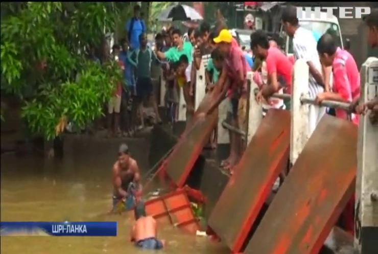 У Шрі-Ланці масово евакуюють мешканців через повінь