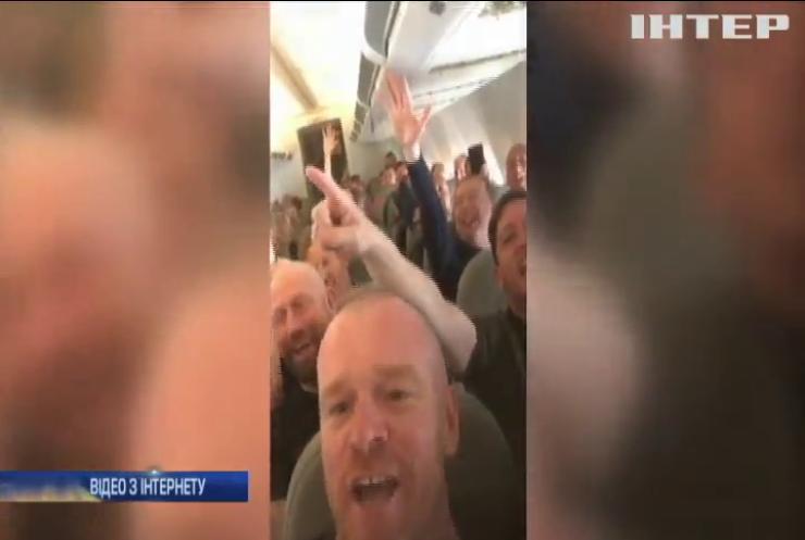 """Фани """"Ліверпуля"""" влаштували безлад у літаку (відео)"""