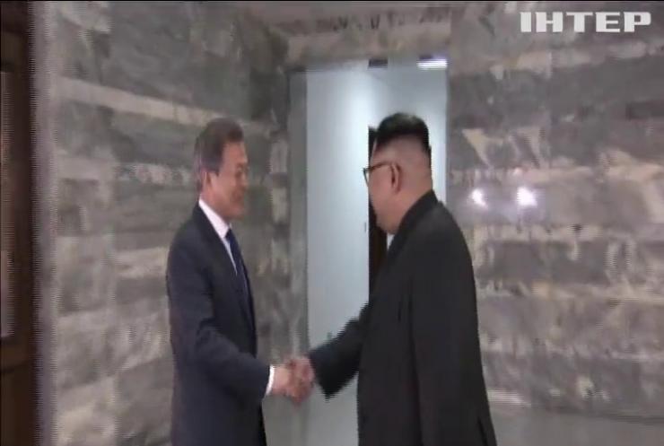 Саміт лідерів США та КНДР: делегації двох країн провели зустріч