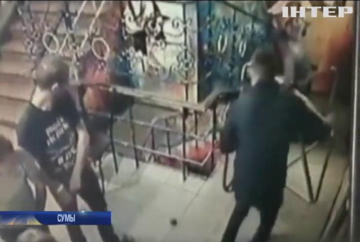 Взрыв в Сумах: злоумышленник бросил гранату в посетителей ночного клуба (видео)