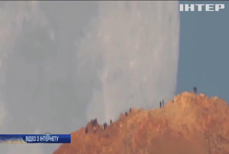 Супутник Землі вразив користувачив інтернету (відео)