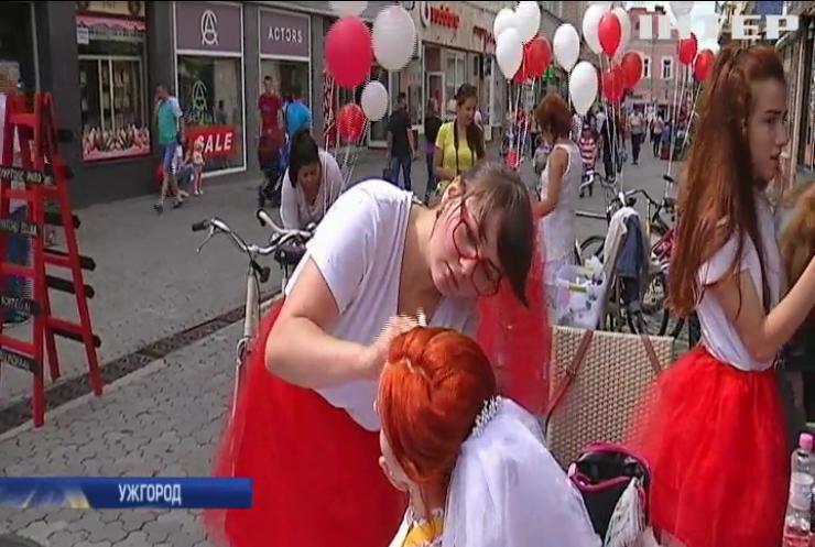 В Ужгороде провели забег в свадебных платьях