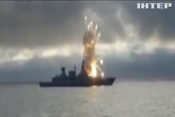 Немецкий эсминец подорвал сам себя (видео)