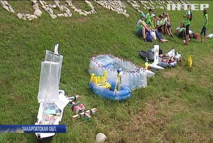 Мусорный кризис: в Закарпатье изготовили скульптуры из бытовых отходов
