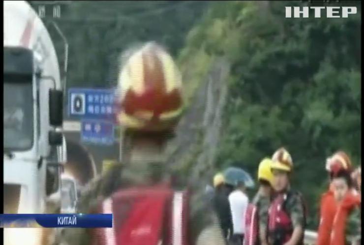 Південь Китаю накрила масштабна повінь (відео)