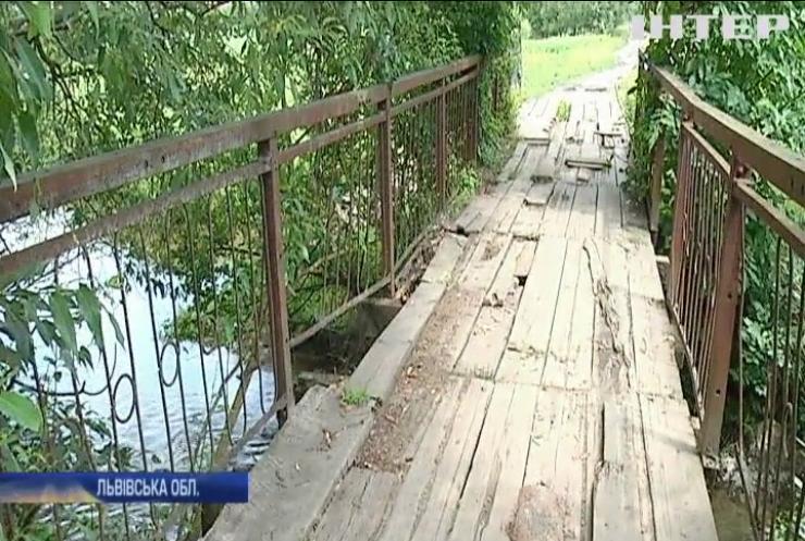 У Львівській області чиновники відмовляються ремонтувати аварійний міст