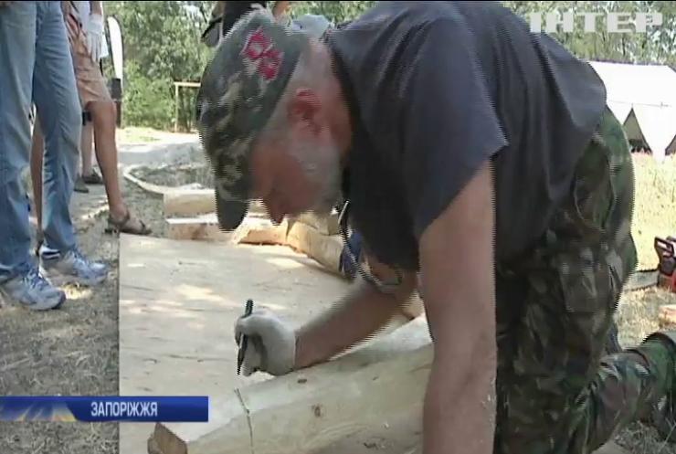На Хортиці створюють копію давнього козацького човна