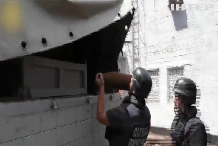На заводі Маріуполя знайшли великокаліберний снаряд