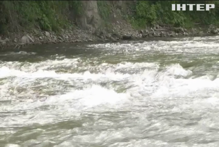 Гірську річку на Прикарпатті забруднили каналізаційними відходами