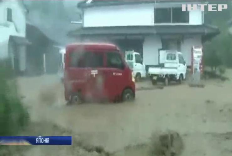 Японію топить потужними зливами