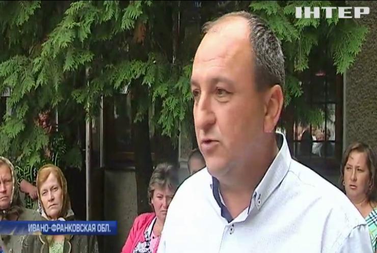 Скандал на Прикарпатье: почему жители остались без отделения почты
