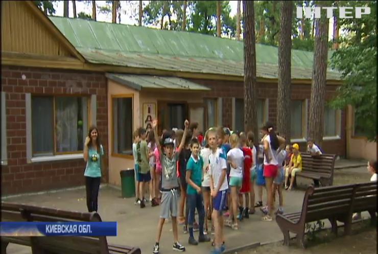 """Скандал в лагере """" Славутич"""": врачи отрицают отравление ребенка"""