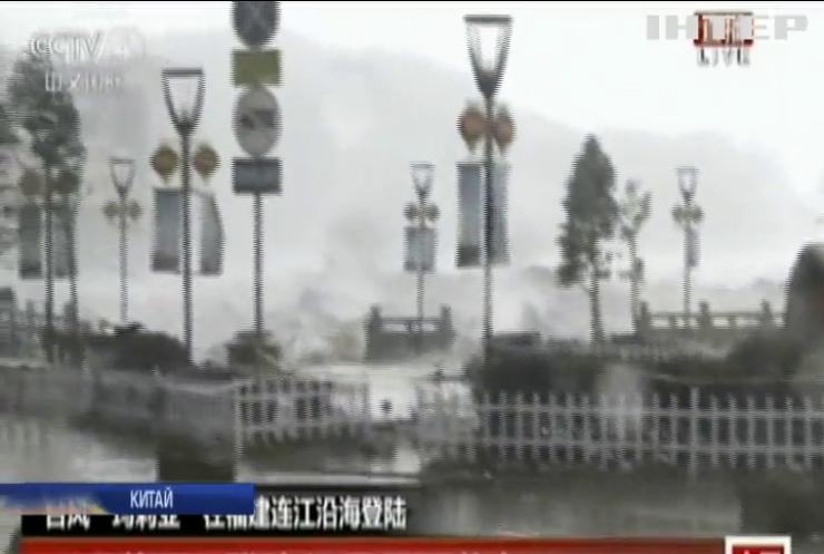 """Східне узбережжя Китаю накрив тайфун """"Марія"""""""